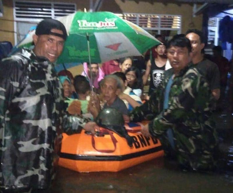 https: img-k.okeinfo.net content 2020 02 21 512 2172370 265-warga-masih-mengungsi-akibat-banjir-pekalongan-HkTrzSP3Rh.jpg