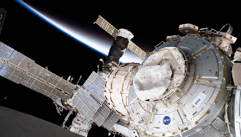 https: img-k.okeinfo.net content 2020 02 27 56 2175215 objek-aneh-berbentuk-kerucut-dekat-stasiun-luar-angkasa-gKFyZwGFqi.jpg