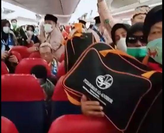 https: img-k.okeinfo.net content 2020 02 28 337 2175375 ketegangan-jamaah-umrah-saat-pesawat-sempat-dilarang-mendarat-di-arab-saudi-v52I1Y4Hqx.jpg
