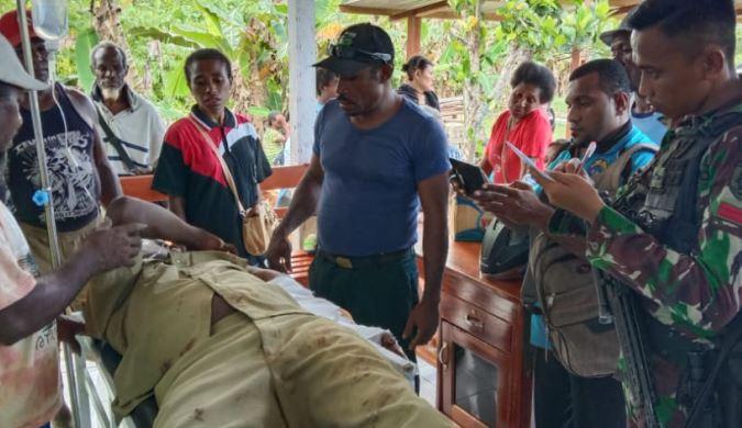 https: img-k.okeinfo.net content 2020 02 29 340 2176144 anggota-satgas-yonif-754-bantu-korban-kecelakaan-di-distrik-bonggo-timur-papua-F9Yq2yj1tW.JPG