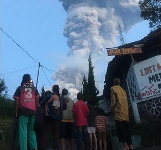 https: img-k.okeinfo.net content 2020 03 05 512 2178431 merapi-erupsi-warga-lereng-sudah-terbiasa-tapi-tetap-hati-hati-pLqbObIKDS.jpg