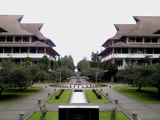 Fakta Bandung yang kedua adalah ITB merupakan institut pertama dan terbaik