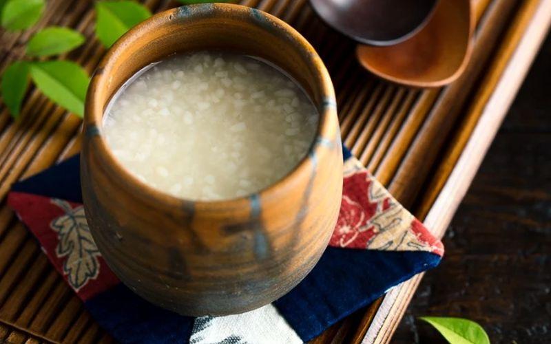 https: img-k.okeinfo.net content 2020 03 31 298 2191765 tak-cuma-sake-jepang-punya-minuman-fermentasi-beras-tradisional-Vx27uTJGyT.jpg