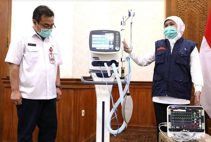 https: img-k.okeinfo.net content 2020 04 02 519 2192792 pemprov-jatim-terima-bantuan-puluhan-alat-medis-untuk-tangani-pasien-corona-FOkx6tqigw.JPG
