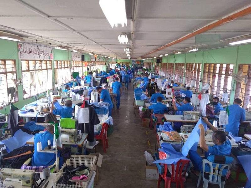 https: img-k.okeinfo.net content 2020 04 06 18 2195096 bantu-penanganan-covid-19-narapidana-di-penjara-malaysia-jahit-apd-untuk-petugas-medis-tAkaxZD3sh.jpg