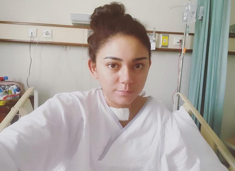https: img-k.okeinfo.net content 2020 04 07 33 2195534 bersyukur-cara-thalita-latief-kenang-momen-operasi-tiroid-uW7MA7AYnX.jpg