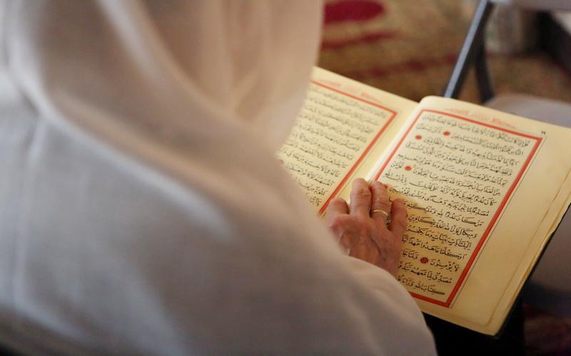 Hasil Penelitian Ilmiah, Baca Al-Qur'an Bisa Jadi Obat Banyak ...