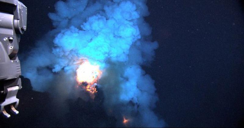 https: img-k.okeinfo.net content 2020 05 12 56 2212610 fenomena-api-yang-muncul-dari-dasar-laut-wJnnAi8RTP.jpg