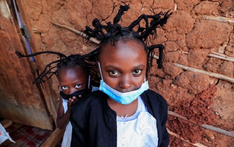 https: img-k.okeinfo.net content 2020 05 12 611 2212968 pandemi-covid-19-gaya-rambut-virus-corona-populer-di-kenya-0ksF0YK5cP.jpg