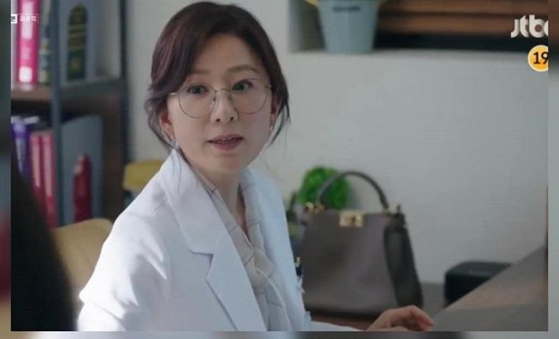https: img-k.okeinfo.net content 2020 05 18 194 2216131 5-tas-branded-ji-sun-woo-di-the-world-of-the-married-TjhixLTZOb.jpg