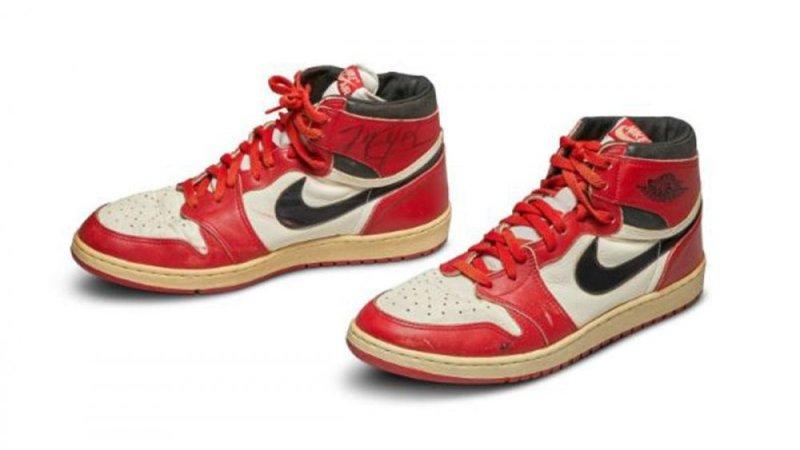 https: img-k.okeinfo.net content 2020 05 20 43 2217076 dilelang-rp8-2-miliar-sepatu-debut-michael-jordan-jadi-yang-termahal-di-dunia-B5UUakCKol.jpg