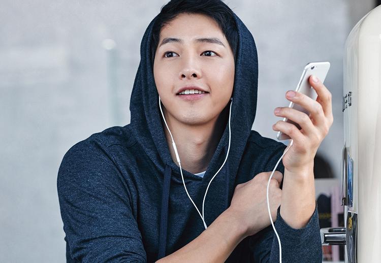 https: img-k.okeinfo.net content 2020 05 22 206 2218128 song-joong-ki-bakal-jadi-penyanyi-legendaris-korea-di-film-season-of-you-and-i-t2zIu62wYA.jpg