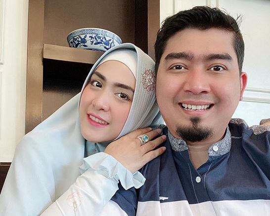 https: img-k.okeinfo.net content 2020 05 22 614 2218199 ketika-april-jasmine-minta-ustadz-solmed-menikah-lagi-k964JBShZV.JPG
