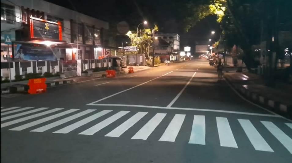 https: img-k.okeinfo.net content 2020 05 24 525 2218785 tasikmalaya-sepi-di-malam-lebaran-2020-TbsbPW7IaV.jpg