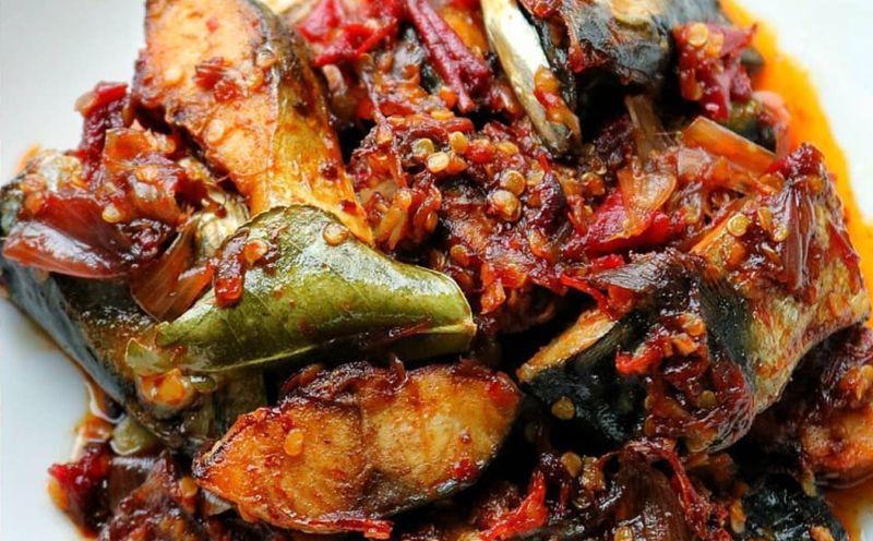 https: img-k.okeinfo.net content 2020 05 29 298 2221738 resep-masakan-rumahan-ternikmat-sambal-ikan-asin-super-pedas-jI5KUwDfUK.jpg