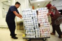 BUSINESS HITS: Waduh, Masyarakat Bisa Beralih Lagi ke Uang Tunai?