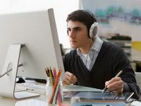 TIPS KARIER: Mau Kerja Lebih Produktif? Jangan Lupa Dengarkan Musik hingga Santai Sejenak