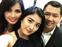 ULANG TAHUN HARY TANOESOEDIBJO: <i>So Sweet</i> Valencia Kompak Selfie di Momen Bahagia Ultah sang Ayah