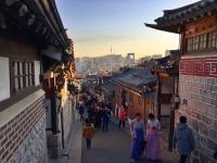 BACKPACKER DIARY:  Bukchon Hanok Village, Serunya <i>Selfie</i> di Desa Tradisional Korea