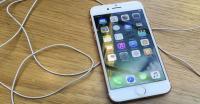 Waduh! Gara-Gara Baterai iPhone 8 Bengkak, Pengguna di 'Kandang' Samsung Khawatir