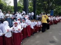 Ribuan Pelajar di Semarang Antusias Sambut Kedatangan Presiden Jokowi