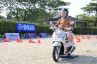 Selebgram Ayu Indriati Berbagi Tips Aman Membawa Motor untuk Hijaber