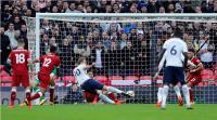 Manfaatkan Kemelut, Harry Kane Tambah Derita Liverpool