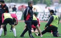 SOCCERPEDIA: Bora Milutinovic, Pelatih yang Bawa 5 Negara Berbeda Lolos ke Piala Dunia