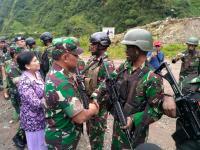 Berhasil Bebaskan 1.300 Sandera di Timika, 58 Prajurit TNI Naik Pangkat Luar Biasa