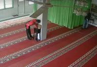 2 Pria Masuk Masjid, Bukannya Salat <i>Malah</i> Kuras Isi Kotak Amal