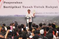 Presiden Jokowi Bagikan 9.000 Sertifikat Tanah di Langkat Sumut