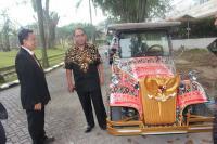 Unik! Jokowi Bakal Tumpangi Shuttle Car Motif Ulos Mandailing di Resepsi Kahiyang-Bobby di Medan Besok