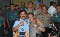 Ketika Panglima TNI Mengajak Kapolri <i>Ngopi Bareng</i> di Atas Kapal Perang dan Pesawat Militer