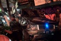 Tabrakan Beruntun, Mobil 'Nangkring' di Atas Trotoar