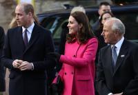 Pakai Coat Pink, Kate Middleton Hamil Bayi Perempuan Lagi?