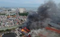 Pegawai Museum Bahari Melihat Sumber Api dari Gedung C