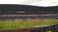 Trofi Piala Presiden Diserahkan Arema kepada Presiden Jokowi