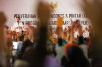 Jokowi Imbau Penerima Bantuan PKH Tak Habiskan Dana untuk Beli Pulsa dan Rokok