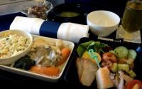 Mantan Pramugari Beberkan Rahasia Makanan di Pesawat yang Tidak Sehat