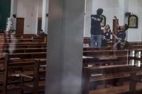 Jemaat dan Warga Bersihkan Gereja Santa Lidwina