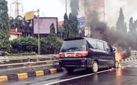 Mobil Alphard Milik TNI Terbakar di Tol Tanjung Duren
