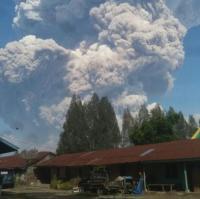 Sinabung Meletus Dahsyat, Abu Vulkanis Bervolume Besar Turun di Karo
