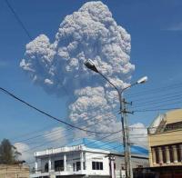 Panik Akibat Erupsi Dahsyat Sinabung, 20 KK Dievakuasi dari Desanya
