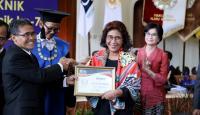 Menteri Basoeki dan Menteri Susi Raih Herman Johannes Award dari UGM