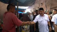 Pedagang Sayur di Pasar Gambir Kegirangan Dapat Peci dari Edy Rahmayadi