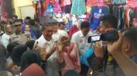 Keseruan Deddy Mizwar di Sukabumi, Dihadiahi Lagu hingga Makan Cendol Durian