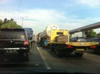 Tol Cikampek arah Jakarta Macet Parah Dampak Proyek Tol Elevated