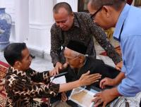 Nyak Sandang, Penyumbang Dana untuk Beli Pesawat Pertama Indonesia Bertemu Jokowi