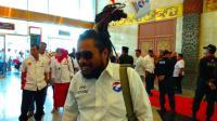 Nurdin Safrudin Tancapkan Bendera Merah Putih & Partai Perindo di Rambut Gimbalnya