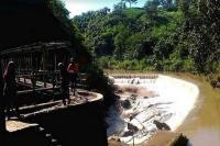 Jembatan Tua dan Air Terjun Kedung Pengilon yang Menarik Wisatawan